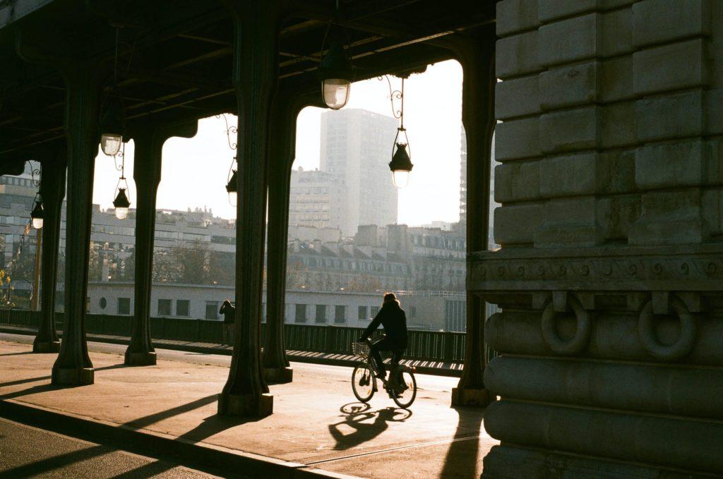 vélo urbain cycliste à paris